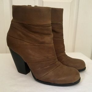 VINCE CAMUTO Belta Brown Ankle Boots